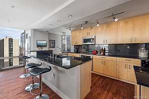 Browse active condo listings in BARCLAY TOWERS
